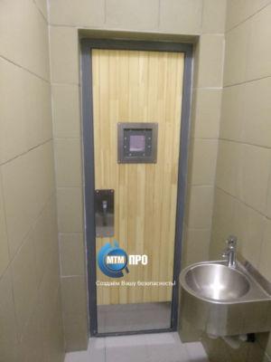 Дверь в туалет подсудимых+