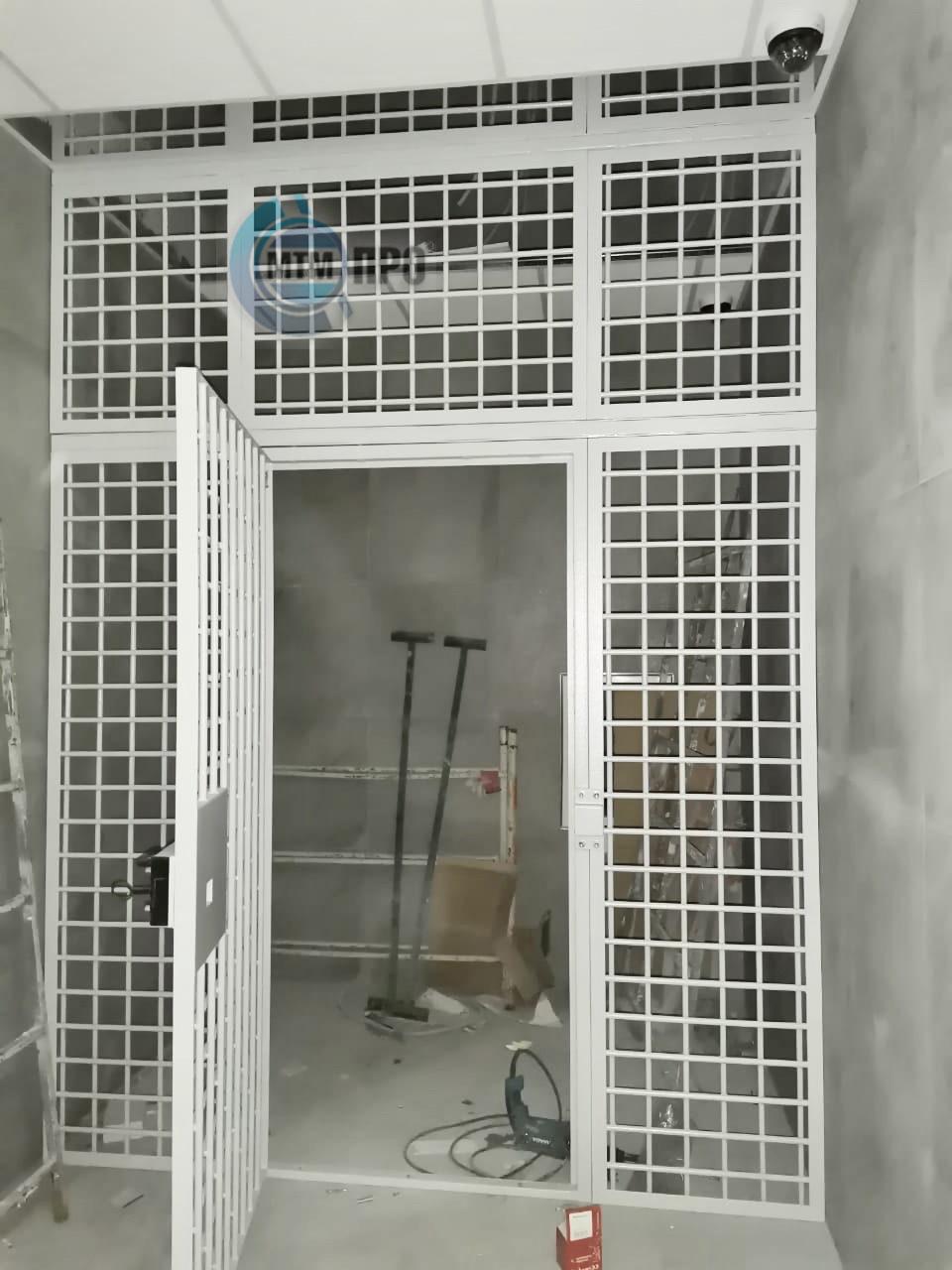 Перегородка решетчатая с дверью МТМ-ПРО