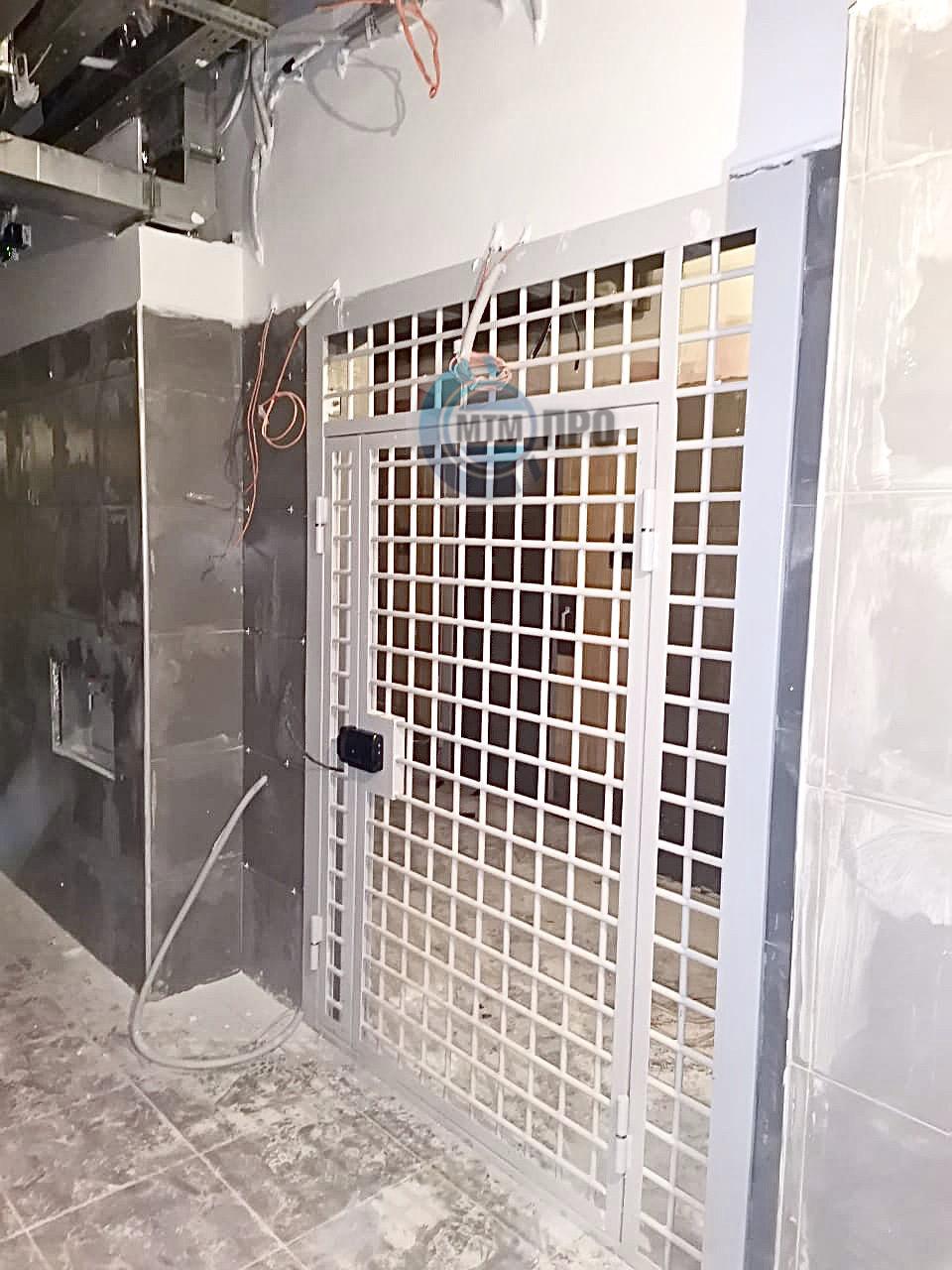 Перегородка решетчатая с дверью КВАДРО-14 МТМ-ПРО