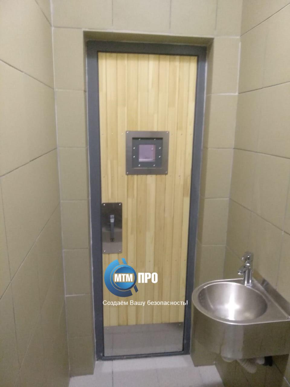 Дверь в туалет подсудимых